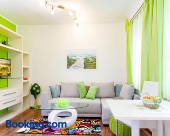 Haus Rosy Ferienwohnung - Stubenberg - Wohnzimmer
