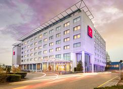 Ramada by Wyndham Amsterdam Airport Schiphol - Badhoevedorp - Building