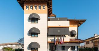 Small Hotel Royal - Padua - Building