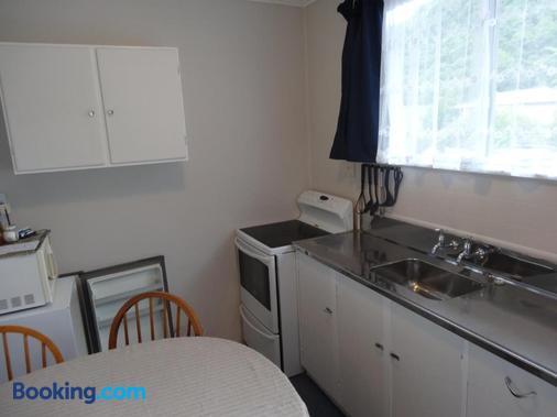 Beachside Sunnyvale Motel - Picton - Kitchen