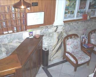 Hostal Lima - Valladolid - Front desk