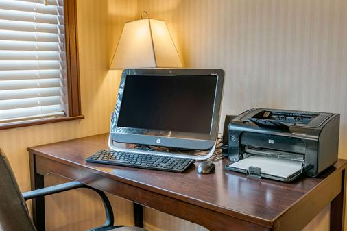 Quality Inn - Bend - Business Center