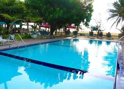Topaz Beach Hotel - Negombo - Pool