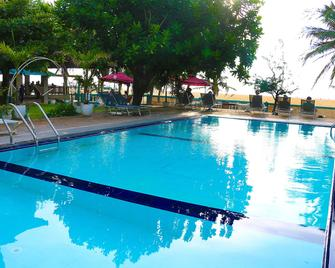 Topaz Beach Hotel - Негомбо - Бассейн