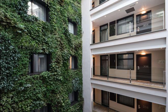 Catalonia Avinyo - Barcelona - Building