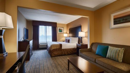 Best Western Plus Harrisburg East Inn & Suites - Harrisburg - Phòng ngủ