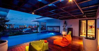 Harris Hotel Seminyak - Kuta - Pool