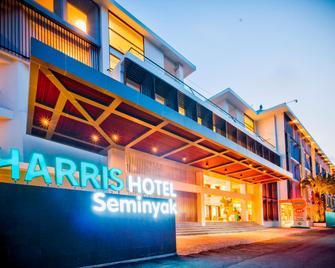 Harris Hotel Seminyak - Kuta - Building