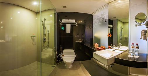 Harris Hotel Seminyak - Kuta - Bathroom