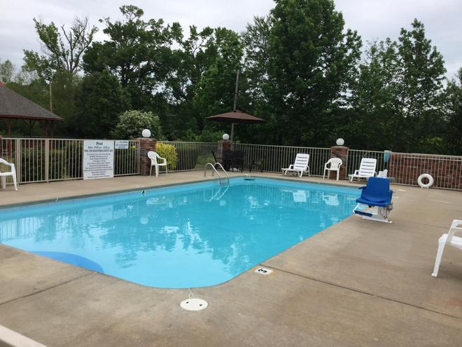Americas Best Value Inn Cabot - Cabot - Pool