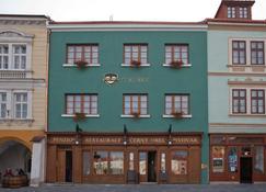 Hotel & Pivovar Cerný Orel - Кромнержиж - Здание