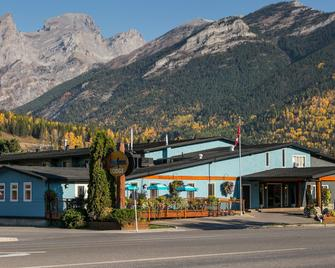Red Tree Lodge - Fernie - Building