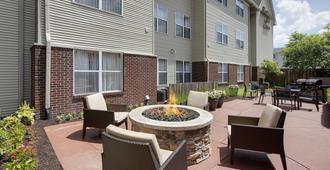 Residence Inn by Marriott Indianapolis Airport - Indianapolis - Patio