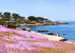 Sea Breeze Inn And Cottages - Pacific Grove - Outdoors view