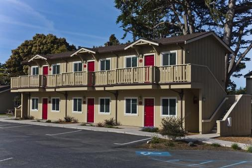 Sea Breeze Inn And Cottages - Pacific Grove - Building