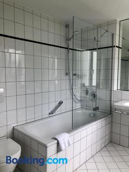 Hotel am Park - Leinfelden-Echterdingen - Bathroom