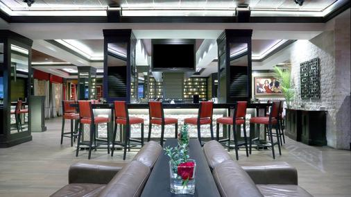 Four Points by Sheraton Niagara Falls Fallsview - Niagara Falls - Bar