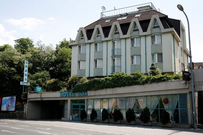 Hotel Bara Budapest - Budapest - Building