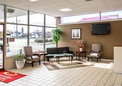 Rodeway Inn & Suites - Wilmington - Lobby