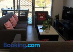 Townhouse - Gosford - Salon