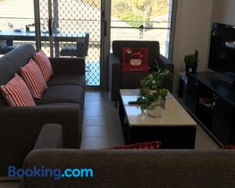 Townhouse - Gosford - Living room
