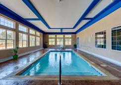 Best Western PLUS The Inn & Suites at Muskogee - Muskogee - Pool