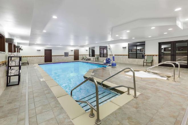 Wingate by Wyndham Tulsa - Tulsa - Pool