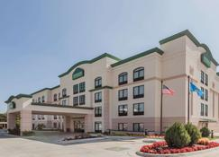 Wingate by Wyndham Tulsa - Tulsa - Building