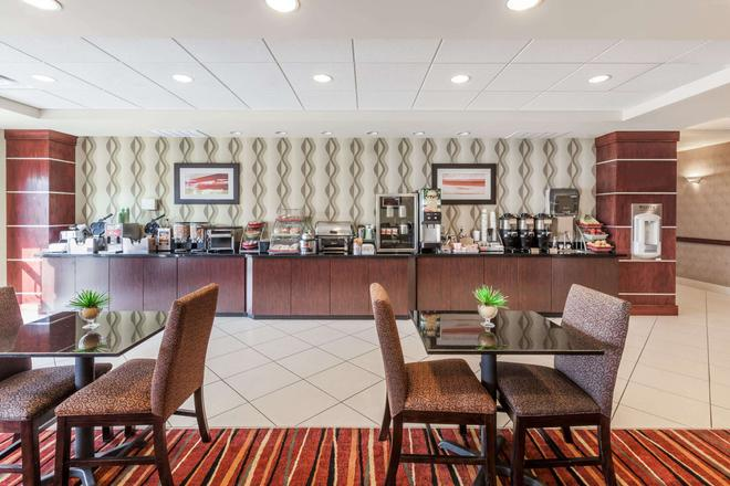 Wingate by Wyndham Tulsa - Tulsa - Buffet