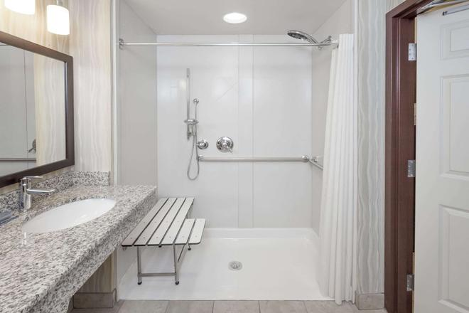 Wingate by Wyndham Tulsa - Tulsa - Bathroom