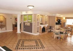 La Quinta Inn by Wyndham Kansas City Lenexa - Lenexa - Lobby