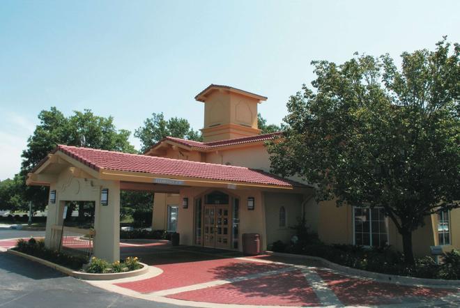 La Quinta Inn by Wyndham Kansas City Lenexa - Lenexa - Bâtiment