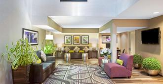 La Quinta Inn by Wyndham San Marcos - San Marcos - Lounge