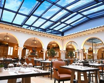 The Originals Boutique, Hôtel Le Rempart, Tournus - Турню - Ресторан
