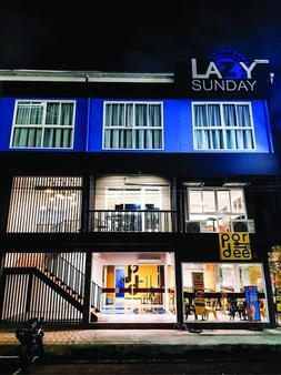 Lazy Sunday hostel - Bangkok - Building