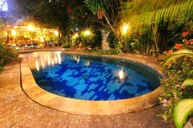 Swastika Guest House - Denpasar - Pool