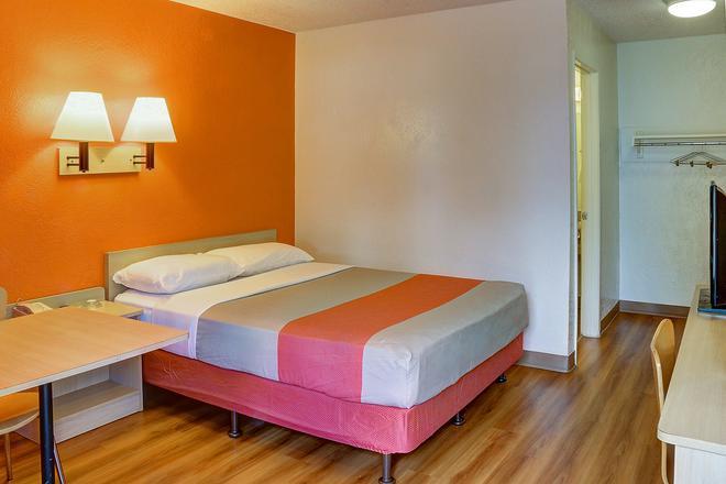 Motel 6 Santa, FE - Santa Fe - Bedroom