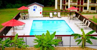 Red Roof Inn & Suites Commerce - Athens - Commerce - Pool