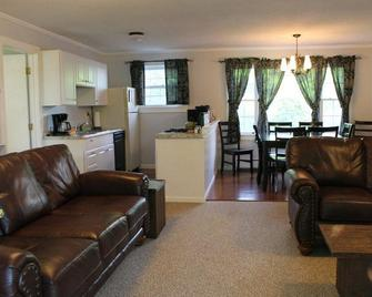 New Apartment at Viking Nordic Center; sleeps 8; rent with Farmhouse to sleep 18 - Londonderry