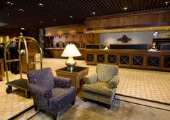 Hotel Captain Cook - Anchorage - Lobby