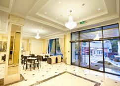 Regency Hotel - צ'יסינאו - בר