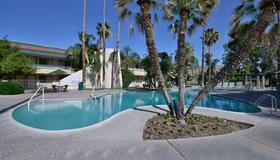 Travelodge By Wyndham Palm Springs - Palm Springs - Pool