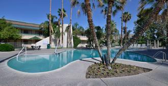 Travelodge By Wyndham Palm Springs - פאלם ספירנגס - בריכה