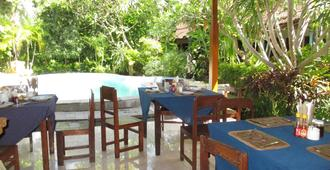 Adus Beach Inn - Kuta