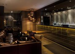 Ararat All Suites Hotel Klaipeda - Klaipėda - Front desk