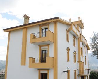 Rocca di Monreale - Monreale - Gebäude