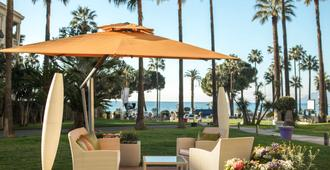 Le Grand Hotel Cannes - Cannes - Patio