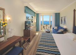 Alexander The Great Beach Hotel - Paphos - Bedroom