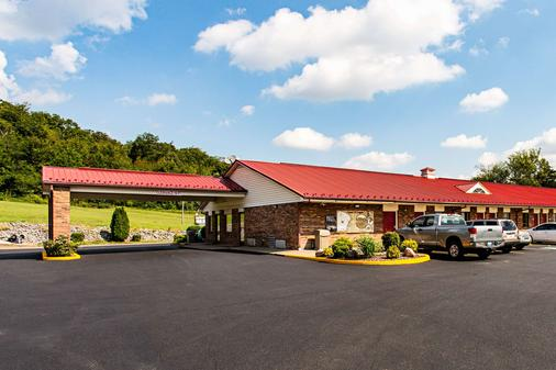 Econo Lodge - Russellville - Building