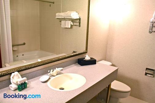 Harrison Hot Springs Resort and Spa - Harrison Hot Springs - Bathroom